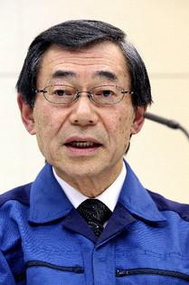 記者会見する東電社長