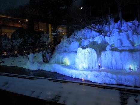 氷爆のライトアップ