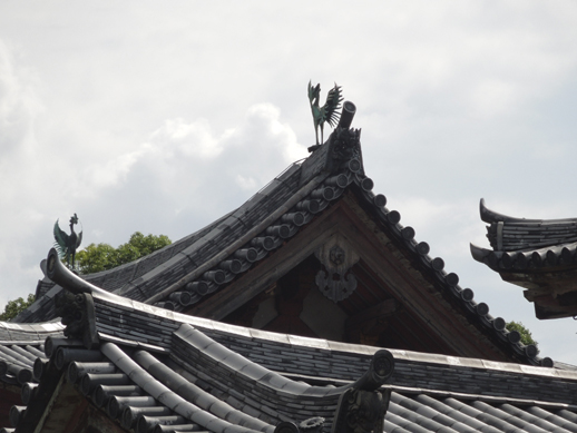 屋根の鳳凰