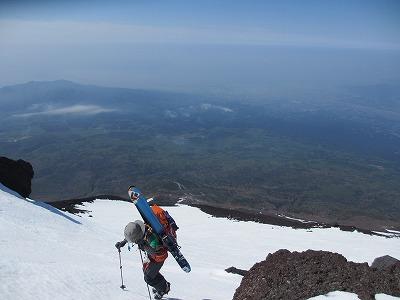 富士山山頂に向けてハイク。