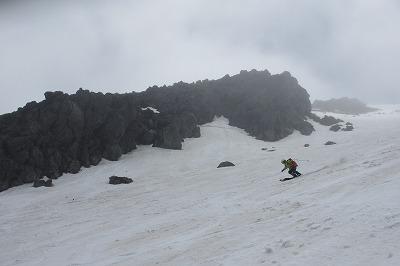 乗鞍大雪渓を滑降。