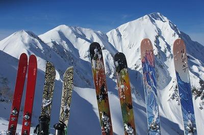 奥大日岳と今回のメンバーの滑走道具。