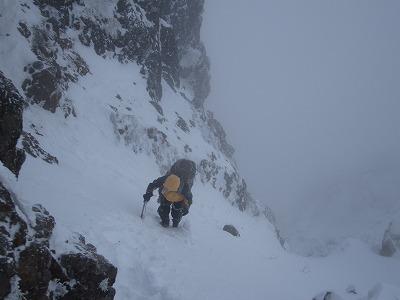 阿弥陀岳山頂直下の雪壁。
