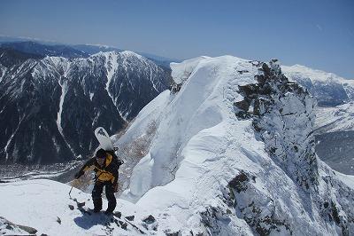 西穂に向けて岩稜を登行。