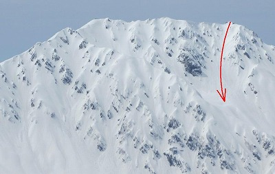 針ノ木岳山頂から見た富士ノ折立南東ルンゼ。4月撮影。