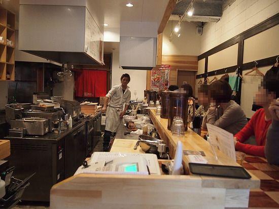 s-博多鶏麺店内PC084744