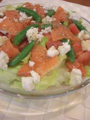 スモークサーモンとリコッタチーズのサラダ