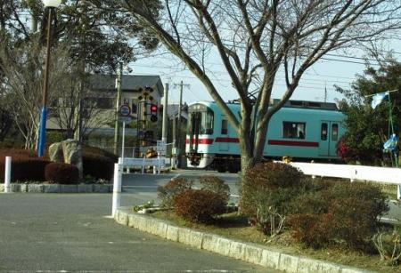 モズとムクドリ電車 051