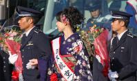 ミス航空祭による花束贈呈