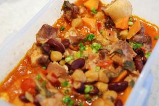 豚肉とお豆の煮込み