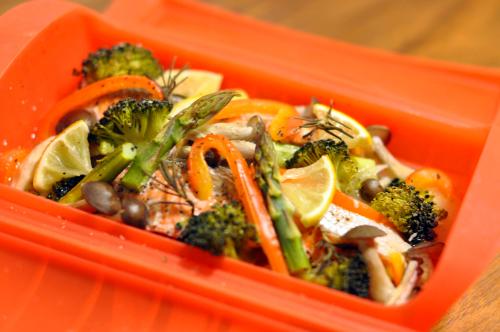 サーモンと彩り野菜の包み焼き