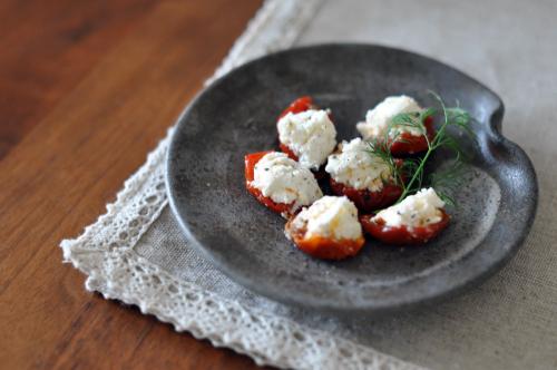 シェーヴルとセミドライトマトのファルシ