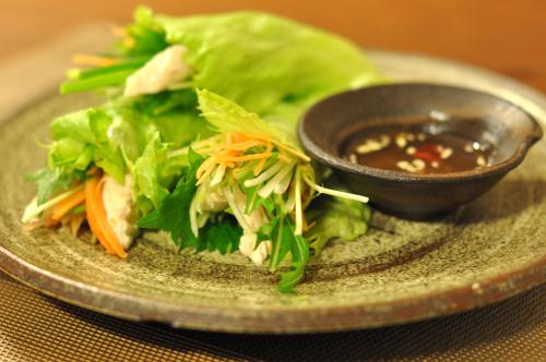 水菜と鶏ささみのベトナム風レタス巻き