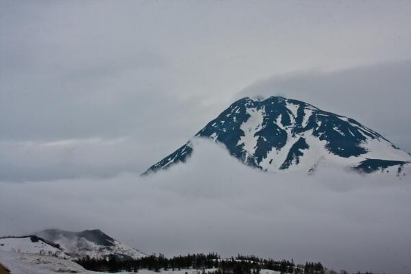 雲海の上に 知床峠羅臼側からの羅臼岳