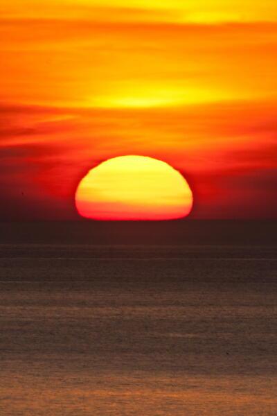 変形の夕陽