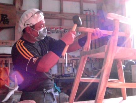 作業状況~木の椅子。