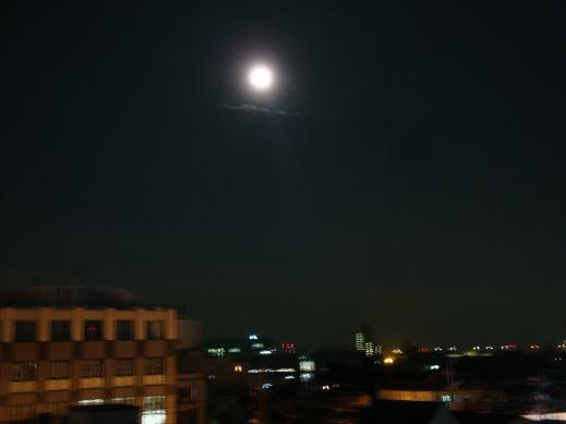 3階からの月