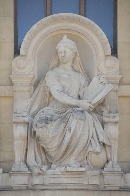 国立自然史博物館:進化大陳列館の彫像