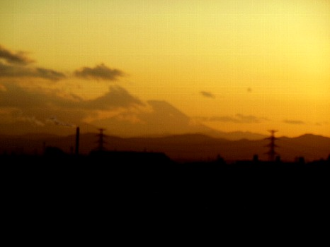 雲かかる富士の夕景