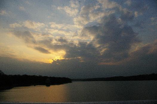 夕暮れの多摩湖A