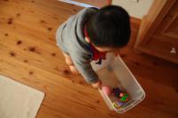 米櫃で遊ぶ息子1