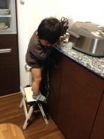 炊飯器の前で・・・