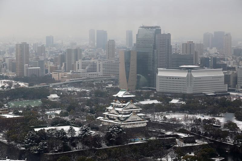 雪景色の大阪城