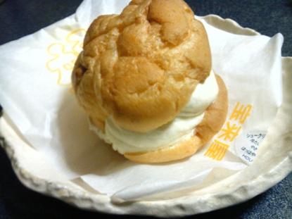 蓬莱屋シュークリーム (2)