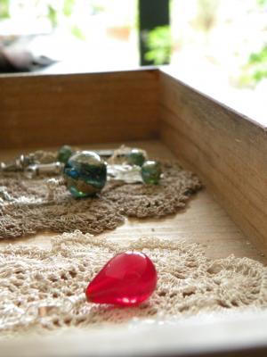 赤いガラス玉と銀化玉