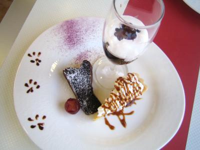 コーヒーゼリーにキャラメル風ケーキにチョコケーキ。・・・そっちもいいなぁ。