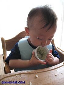 赤ちゃん10カ月 つかみ食べ大好き