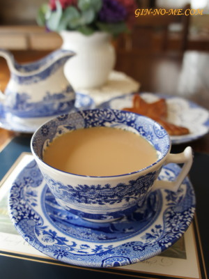 ミルクティーでほっと一息  銀の芽紅茶店