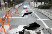道路が割れて水が噴き出した水戸駅南口近く(城南1丁目)