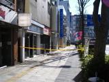 道を真っ直ぐ進むと水戸駅。