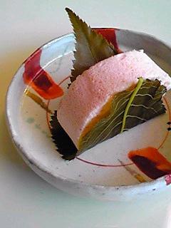 桜葉ロールケーキ