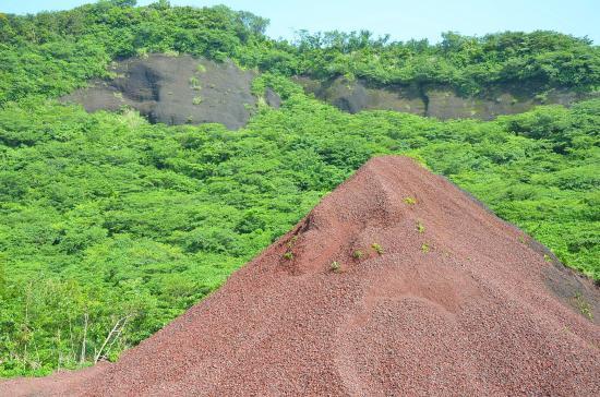 サド山と赤砂利