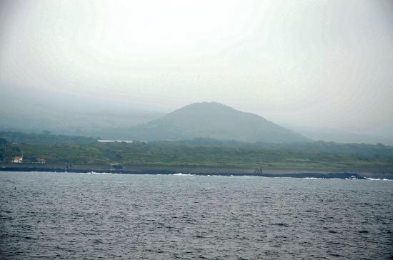 デカッ大島  愛宕山遠景