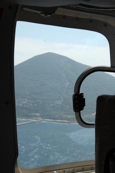 冬場は着岸率がわるいので大島からヘリでどうぞ(09/09/06)