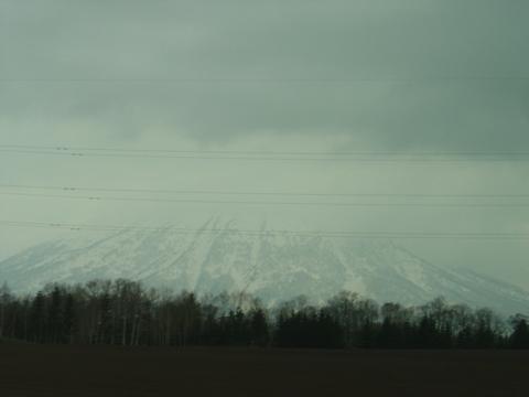 羊蹄山、曇り(2010.05.01)