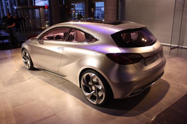 004-mercedes-benz-concept-a-new-york-2011_convert_20110421112152.jpg
