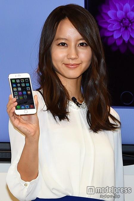 堀北真希が握手でお出迎え…渡辺謙らとドコモショップ丸の内店で行われた「iPhone6発売記念セレモニー」に出席