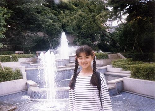 はしのえみさんの「私の一枚」…鹿児島から上京して半年。ホームシックになりかけていた16歳の頃、六本木の公園で撮った写真