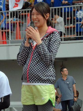 浅尾美和、妊娠7ヶ月ぽっこりお腹でスターター初挑戦