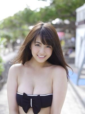 """タレ目に巨乳、そして可愛い笑顔が眩しいぞ!…癒しのパンダ顔が日本を救う!柳ゆり菜""""魅惑の砂時計ボディ""""にもう夢中"""