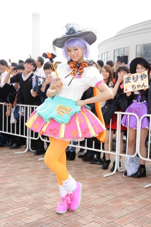 「今年のパーティーは、学校の制服着たいです」…西内まりやがハロウィンのお台場に登場、妖精から小悪魔まで仮装パレード