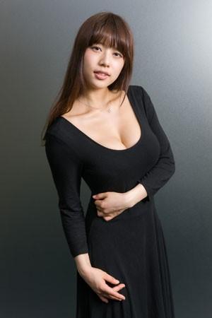 巨乳No1だった香川県、出身の和泉美沙希が地元自慢親友にFカップが3人います。おばあちゃんもFカップ以上ある
