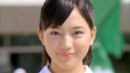 忙しすぎる川口春奈の顔面が、ますます不愛想に……売れるのは悪いことではないが、体調とメンタル面が心配