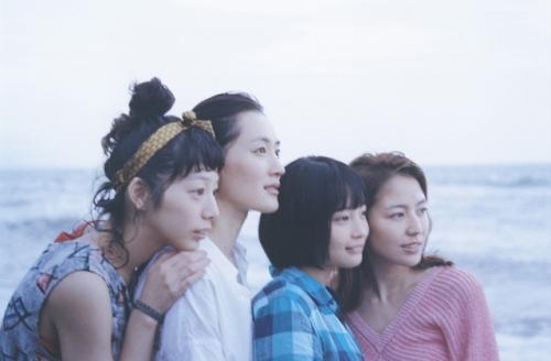 綾瀬はるか×長澤まさみ×夏帆×広瀬すず「海街diary」4姉妹ショット初公開!