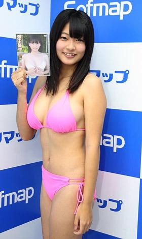 Fカップの現役女子高生・澤田夏生がソフマップでDVD発売記念イベント