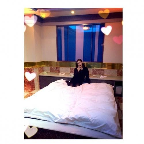 市川由衣がラブホでベッド写真 「う、うそだろ、、、」の声